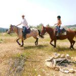 רכיבה טיפולית ומערבית בחווה קטנה,אוהבת ומקצועית